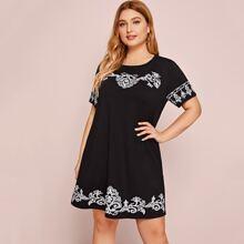 Ubergrosses Kleid mit Stamm Muster