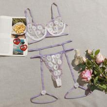 Lingerie Set mit Blumen Stickereien, Netzstoff, Gurt und Buegel