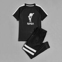 T-Shirt mit Astronaut Muster, seitlicher Naht und Jogginghose