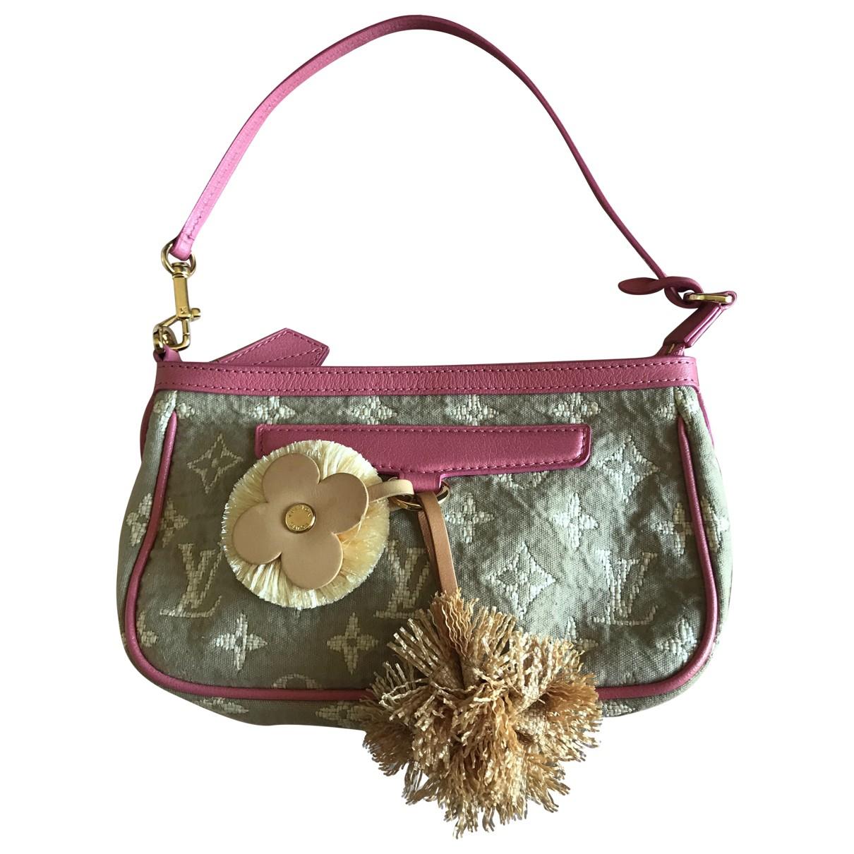 Louis Vuitton Pochette Accessoire Clutch in  Gruen Baumwolle