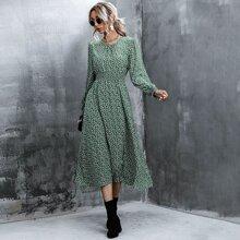 Kleid mit Bluemchen Muster, geraffter Taille und Schosschenaermeln