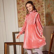 Samt Kleid mit Rueschenbesatz