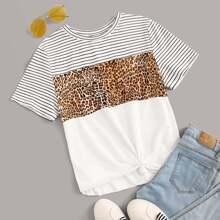 Camiseta con estampado de leopardo y rayas