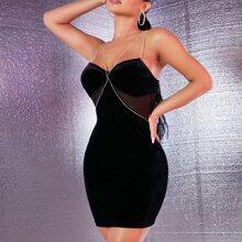 Samt Kleid mit Strass, Kette Detail und Netzstoff Einsatz