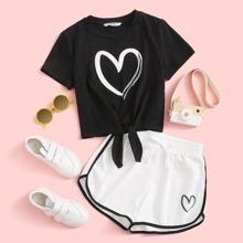 Conjunto de niñas top con estampado de corazon bajo con nudo con shorts delfin