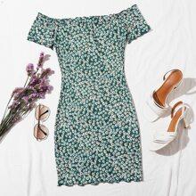 Kleid mit Bluemchen Muster, gekraeuseltem Saum und Karo Muster
