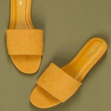 Sandalen mit offener Schulterpartie und breitem Band