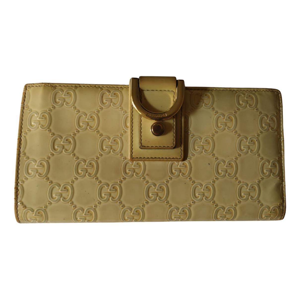 Gucci \N Portemonnaie in  Ecru Lackleder