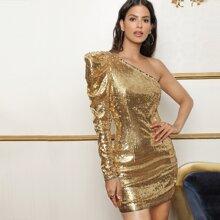 Kleid mit einer Schulter, Gigotaermeln und Pailletten