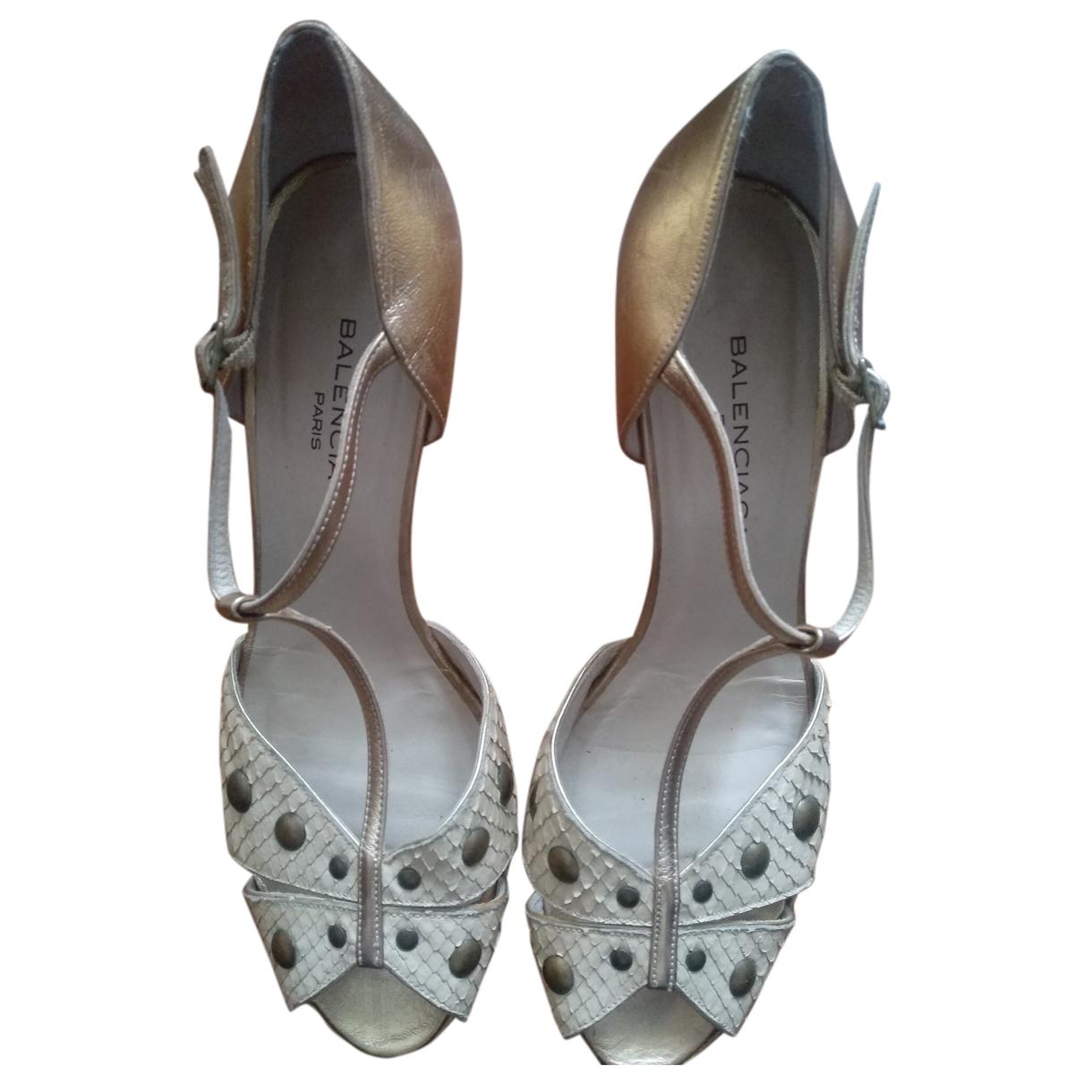 Balenciaga \N Sandalen in  Beige Leder