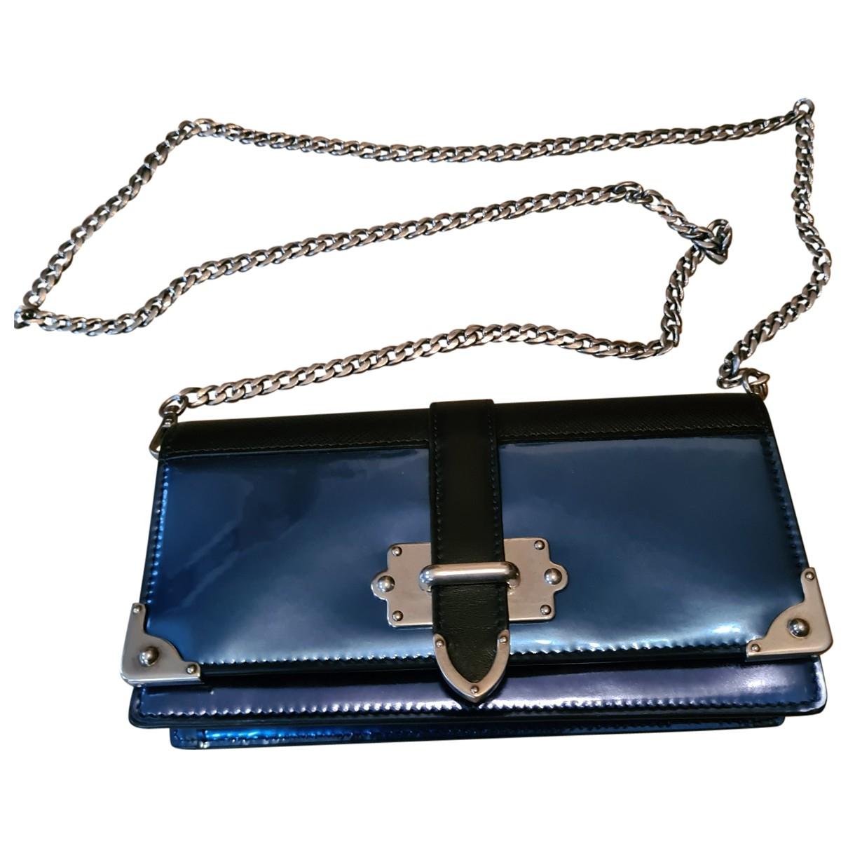 Prada Cahier Clutch in  Blau Lackleder