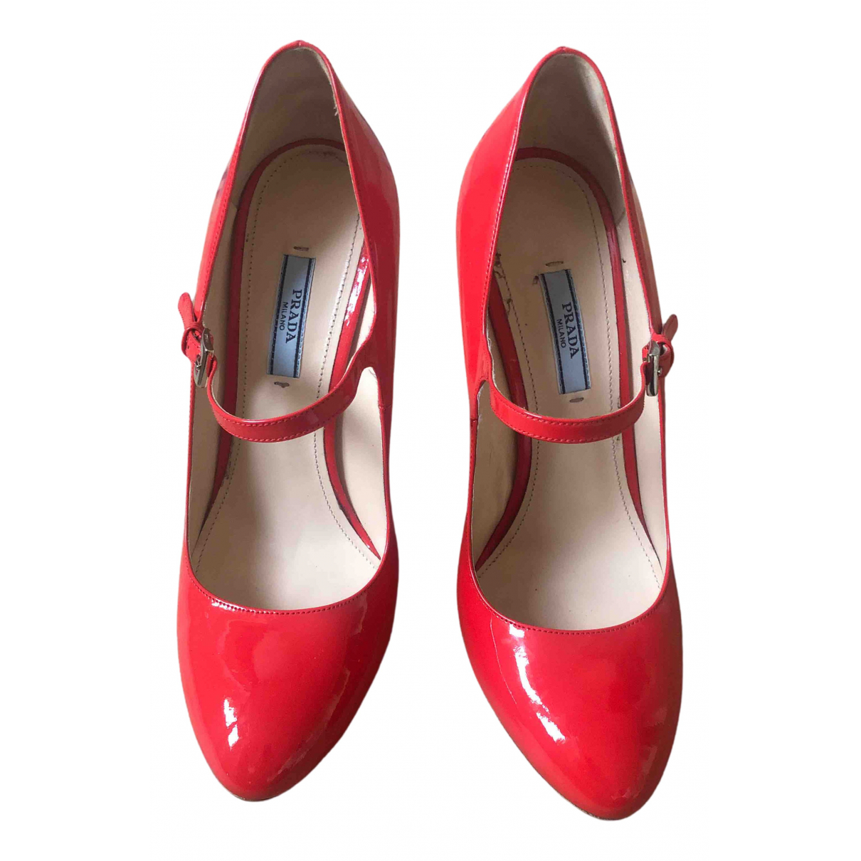 Prada Mary Jane Pumps in  Rot Lackleder