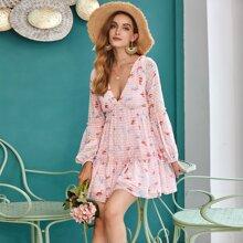 Kleid mit Band, offener Rueckseite, Raffungsaum, Punkten und Blumen Muster
