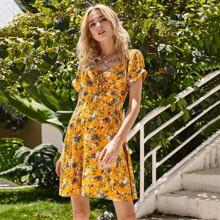 Kleid mit Band vorn, Puffaermeln, Rueschen auf Bueste und Blumen Muster