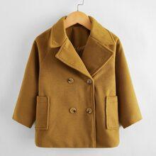 Zweireihiger Mantel mit Reverskragen und Raglanaermeln