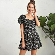 Kleid mit Puffaermeln, Ruesche, Knotn vorn, mehrschichtigem Saum und Blumen Muster