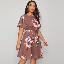 Kurzes Kleid mit grossen Blumen Muster und Guertel