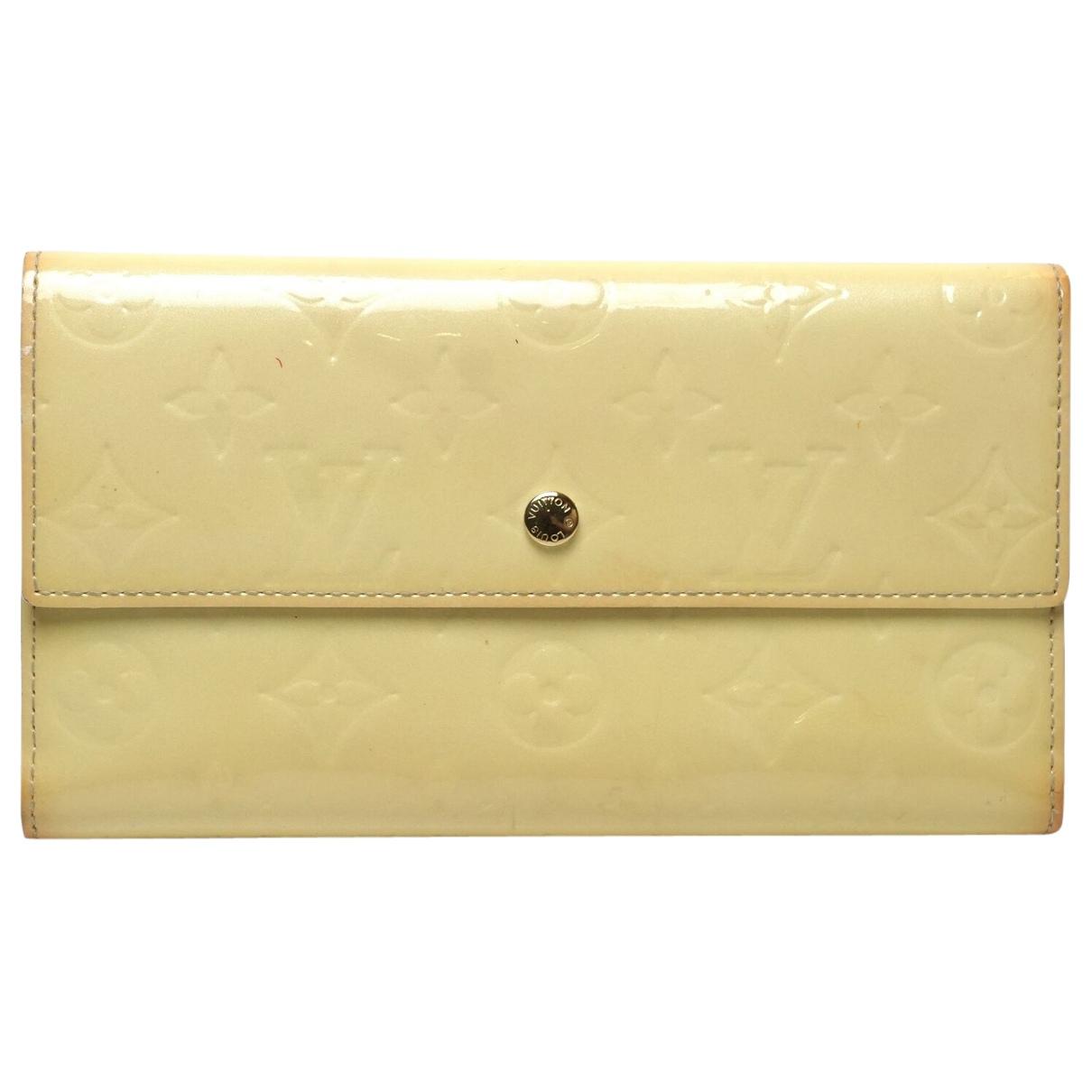 Louis Vuitton \N Portemonnaie in Lackleder
