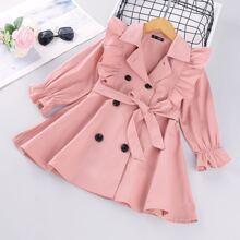 Zweireihiger Mantel mit Rueschenbesatz und Guertel