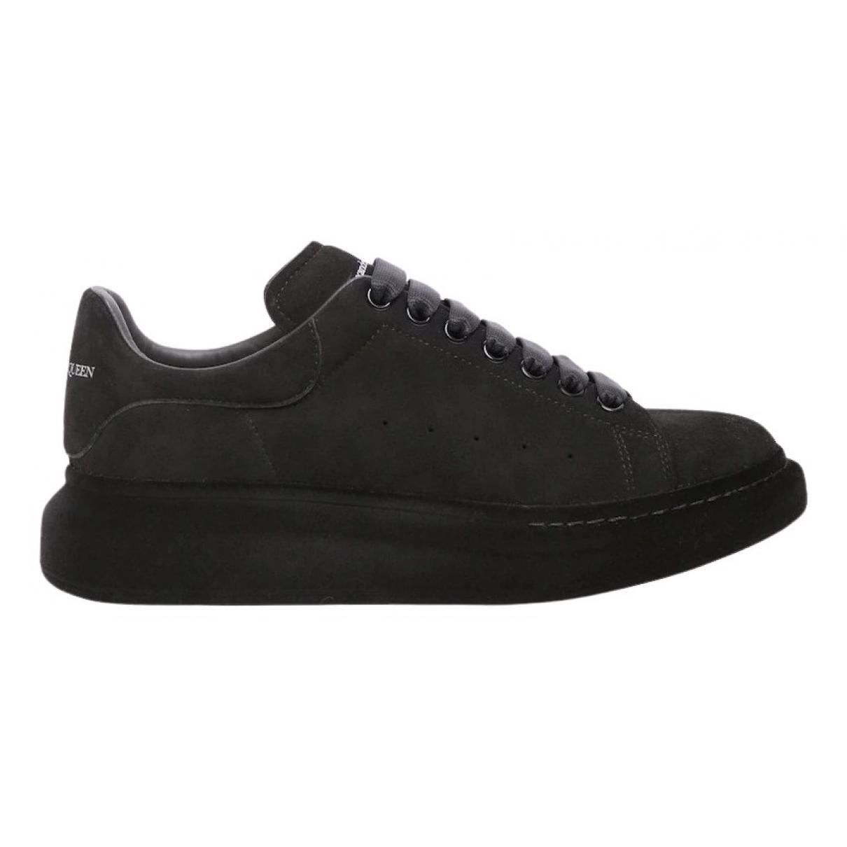 Alexander Mcqueen Oversize Sneakers in  Schwarz Veloursleder