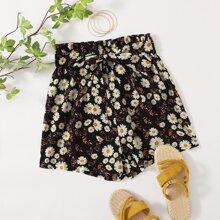 Shorts mit Gaensebluemchen Muster, Guertel und Papiertaschen