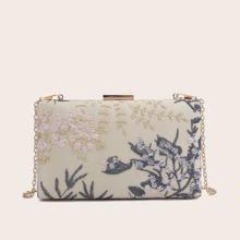 Bolsa caja con clip con bordado floral