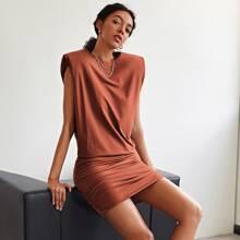 Kleid mit Schulterpolster und Ruesche