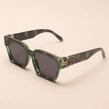 Gafas de sol de marco acrilico con diseño metalico