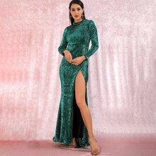 Kleid mit Stehkragen, Schlitz und Pailletten