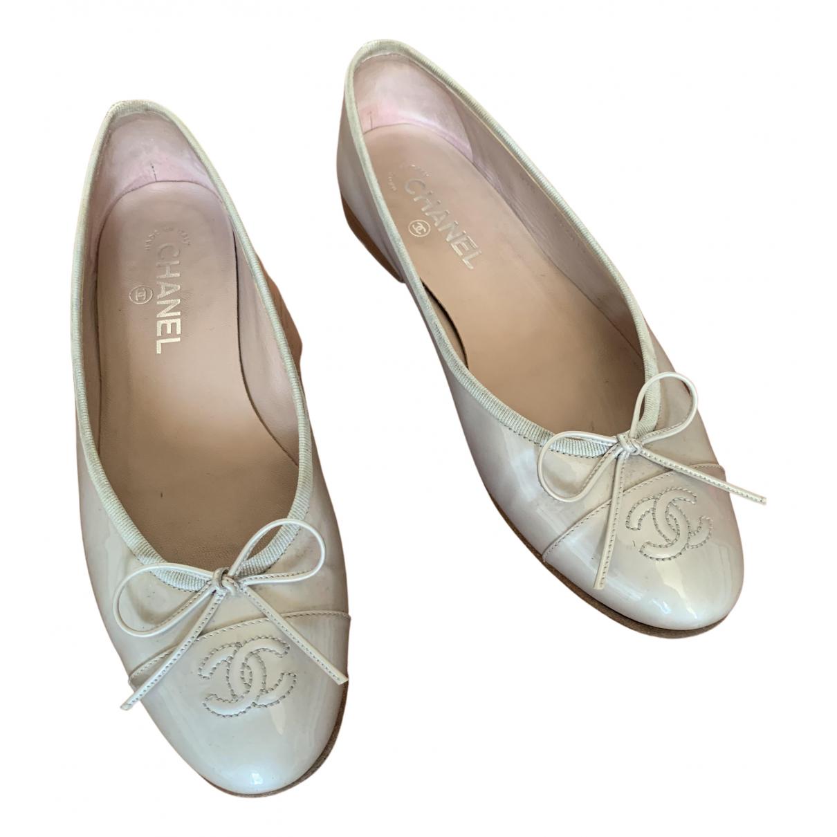 Chanel \N Ballerinas in  Grau Lackleder