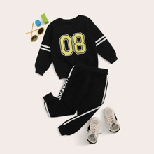Sudadera de niñitos con cinta de rayas con estampado de numero con pantalones deportivos