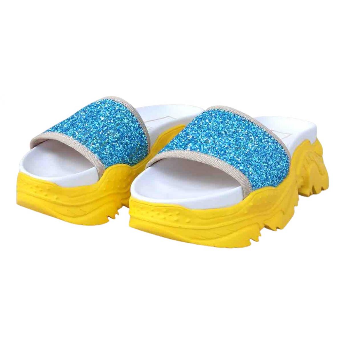 N°21 - Sandales   pour femme en caoutchouc - multicolore