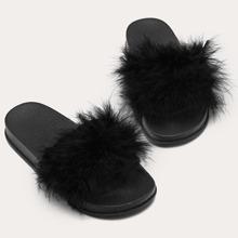 Zapatillas con diseño mullido de punta abierta