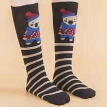 Kleinkind Maedchen Socken mit Karikatur Grafik