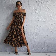 Schulterfreies Kleid mit Blumen Muster, Ruesche und Schlitz