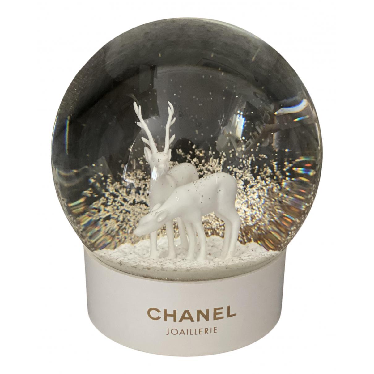 Bola de nieve Chanel