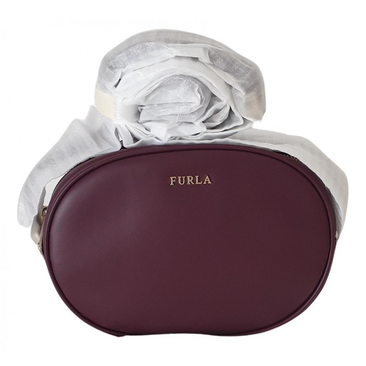 Furla \N Clutch in  Bordeauxrot Leder