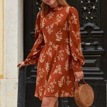 Kleid mit Stehkragen, Band hinten und Blumen Muster