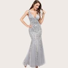 Kleid mit Pailetten und Netzstoff