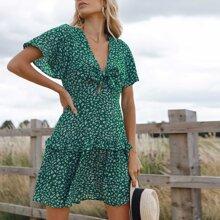 Kleid mit Knoten vorn, Schmetterlingaermeln und Bluemchen Muster