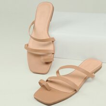 Flache Sandalen mit Zehenring und Riemen