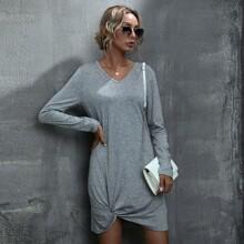 T-Shirt Kleid mit V Kragen und Twist am Saum