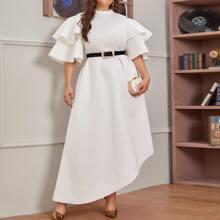 Kleid mit Glockenaermeln und asymmetrischem Saum ohne Guertel