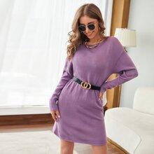 Einfarbiges Pulloverkleid mit sehr tief angesetzter Schulterpartie ohne Guertel