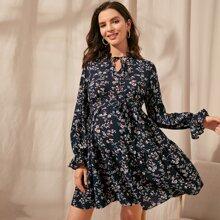 Umstandsmode Kleid mit Ruesche, Halsband, Schosschenaermeln und Blumen Muster
