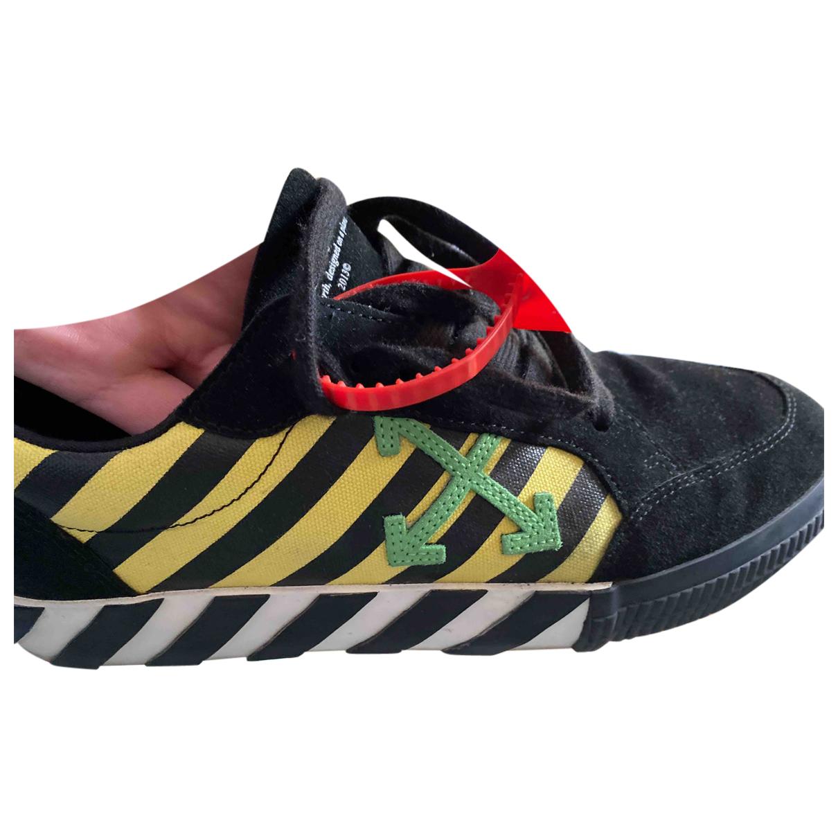 Off-white Vulcalized Sneakers in  Schwarz Veloursleder