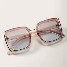 Quadratische Sonnenbrille mit klarem Rahmen und Etui