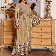 Kleid mit mehrschichtigen Pailletten und Selbstguertel