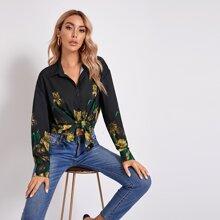 Bluse mit Knopfen vorn, sehr tief angesetzter Schulterpartie und Blumen Muster