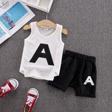 Tank top de niñitos con estampado de letra con shorts